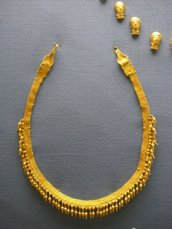 Greek style jewelry. All gold and no stones. British Museum